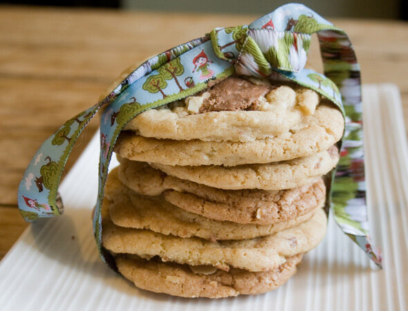 TOBLERONE AND ALMOND COOKIES RECIPE, Lay The Table