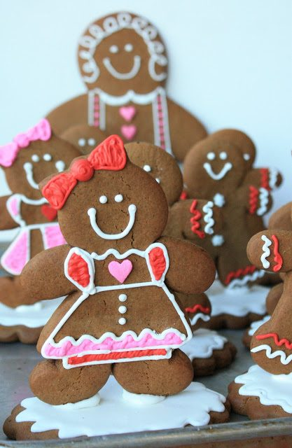 Gingerbread Grandchildren, Lay The Table